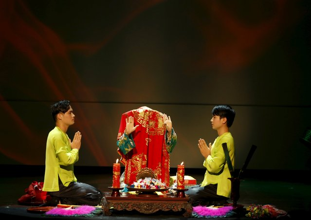 "A Vietnamese artist acting as a medium, performs the ""Hau Dong"" ritual at Viet Theatre in Hanoi January 16, 2016. (Photo by Reuters/Kham)"