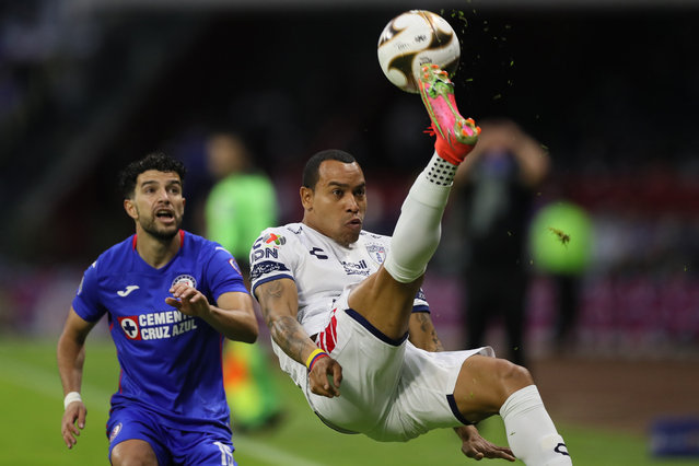 Pachuca's Edgar Pardo does a bicycle kick against Cruz Azul during a Mexican soccer league semifinal second leg match at Azteca stadium in Mexico City, Saturday, May 22, 2021. (Photo by Fernando Llano/AP Photo)