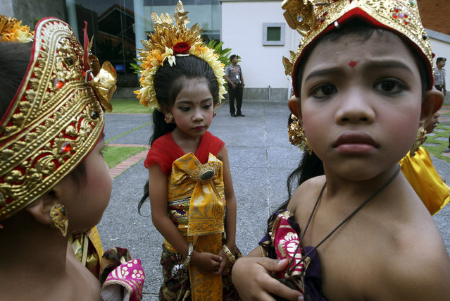 Indonesian children dress in traditional outfits during the opening of the World Culture Forum in Bali, Indonesia on Monday, November 25, 2013. During the forum, representatives from over 40 countries will speak at several parallel sessions to be held over two days, where they will discuss global culture, including its relationship with the economy, democracy and the environment. (Photo by Firdia Lisnawati/AP Photo)