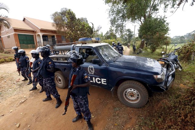 Riot police block a driveway leading to the home of leading opposition politician and Forum for Democratic Change (FDC) party presidential candidate Kizza Besigye on the outskirts of Uganda's capital Kampala, February 20, 2016. (Photo by James Akena/Reuters)