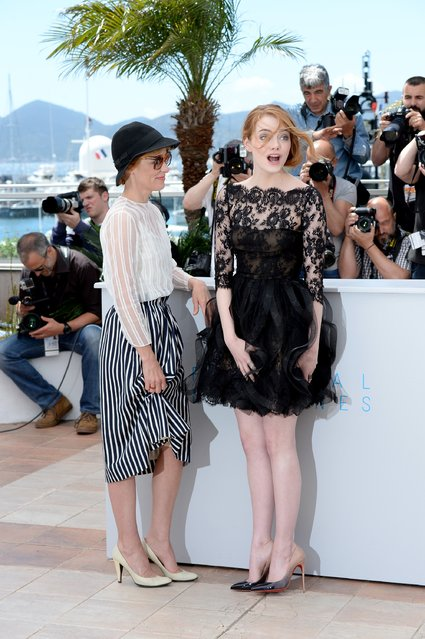 "Actresses Parker Posey (L) and Emma Stone attend a photocall for ""Irrational Man"" during the 68th annual Cannes Film Festival on May 15, 2015 in Cannes, France. (Photo by Samir Hussein/Getty Images)"