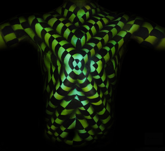 Optical illusion bodypaint. (Photo by Natalie Fletcher/Cater News)