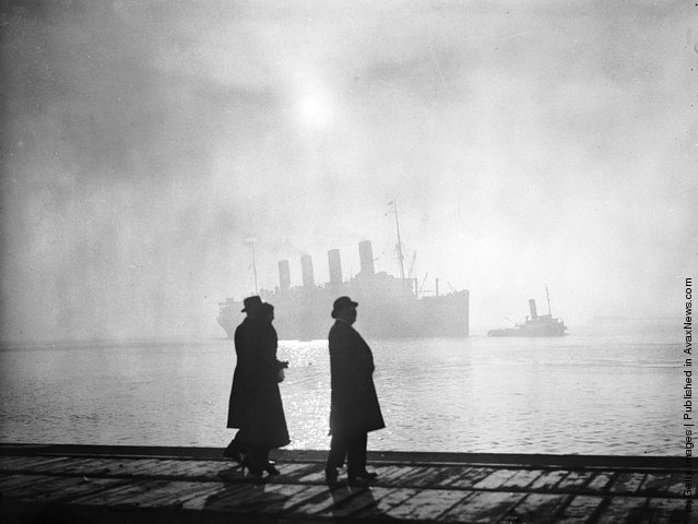 1935: The Cunard luxury liner Aquitania at Southampton in Hampshire