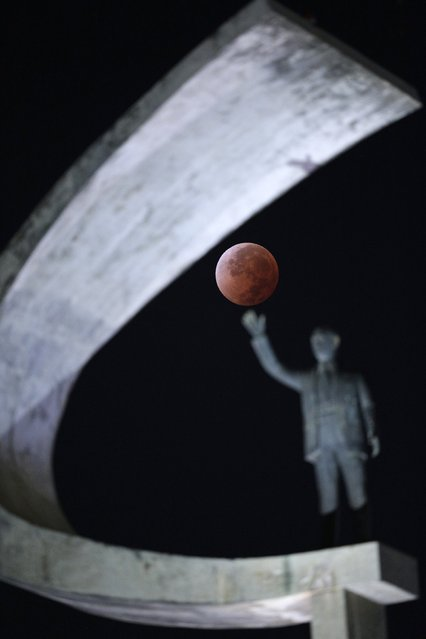 The moon is shown in eclipse in Brasilia April 15, 2014. The lunar eclipse on Tuesday will unfold over three hours when the moon begins moving into Earth's shadow. A little more than an hour later, the moon will be fully eclipsed and shrouded in an orange, red or brown glow. (Photo by Ueslei Marcelino/Reuters)