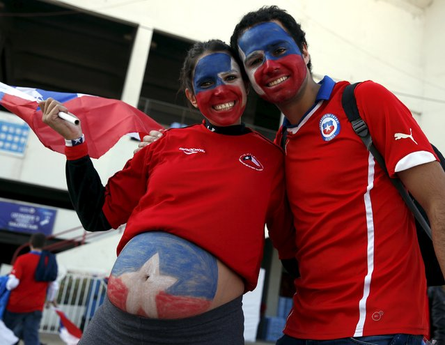 Chilean soccer fans cheer ahead of the Copa America 2015 final soccer match between Chile and Argentina in Santiago, Chile, July 4, 2015. (Photo by Carlos Garcia Rawlins/Reuters)