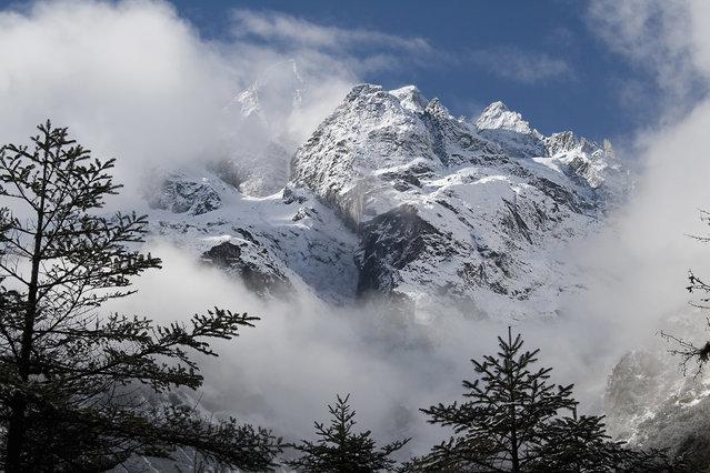 Mountains in Yumthang Valley, Sikkim, India. (Photo by: IndiaPictures/UIG via Getty Images)