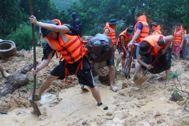 Soldiers search a landslide site caused by violent floods in Ha Long city, northern province of Quang Ninh on July 28, 2015. At least 14 people have been killed in the worst flooding for 40 years in Vietnam's northern Quang Ninh province, home to the UNESCO-listed Halong Bay tourist site, officials said. (Photo by AFP Photo/Vietnam News Agency)