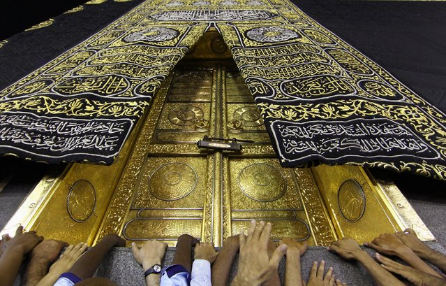 Muslims touch the holy Kaaba at the Grand Mosque during the holy fasting month of Ramadan in Mecca, Saudi Arabia, June 8, 2016. (Photo by Faisal Al Nasser/Reuters)