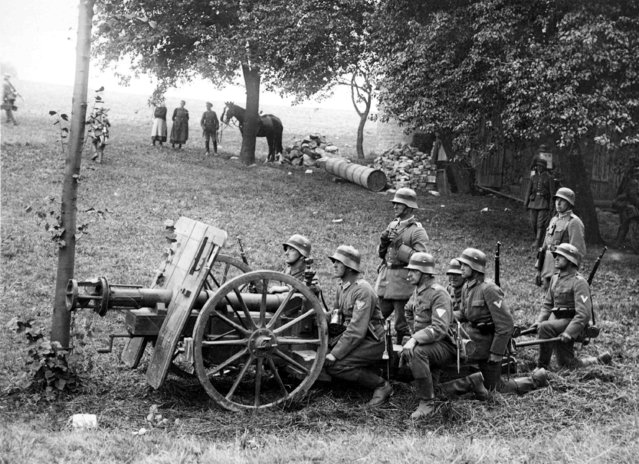 A German special anti-tank gun is ready to fire during the army maneuvers in Silesia, Poland, on September 22, 1928. (Photo by AP Photo)