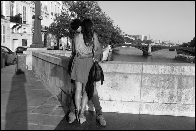 The light of love-Paris. Christopher and Pascale, Ile St. Louis. (Photo and comment by Peter Turnley)