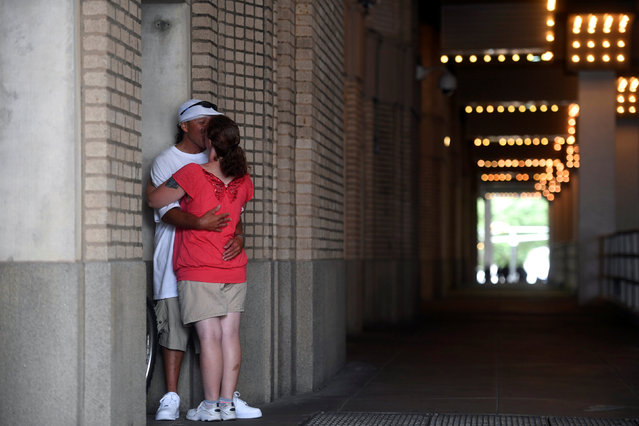 Danny Blanco Martinez, 49, and Debbie Aimetti, 38, kiss next to Boardwalk Hall, the venue for tonight's 96th Miss America Pageant in Atlantic City, New Jersey September 11, 2016. (Photo by Mark Makela/Reuters)