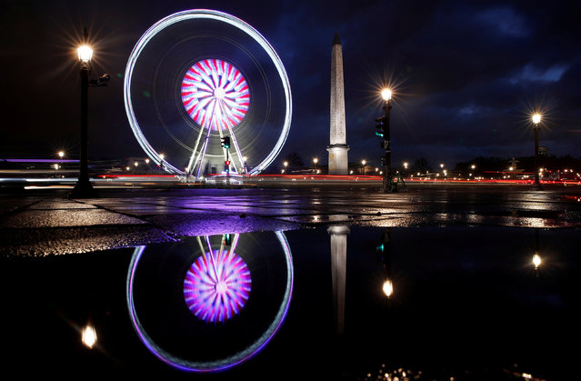 The giant Grande Roue de Paris ferris wheel fills the Paris skyline next to the Luxor Obelisk at the Place de la Concorde during Christmas illuminations in Paris, France, November 28, 2017. (Photo by Christian Hartmann/Reuters)