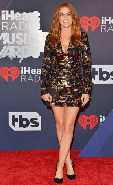 Actress Isla Fisher arrives at the 2018 iHeartRadio Music Awards which broadcasted live on TBS, TNT, and truTV at The Forum on March 11, 2018 in Inglewood, California. (Photo by Rachel Murray/Getty Images)