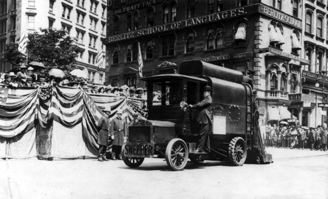 Street cleaning – Auto street cleaner. New York, between 1907 and 1913. (Photo by George Grantham Bain)