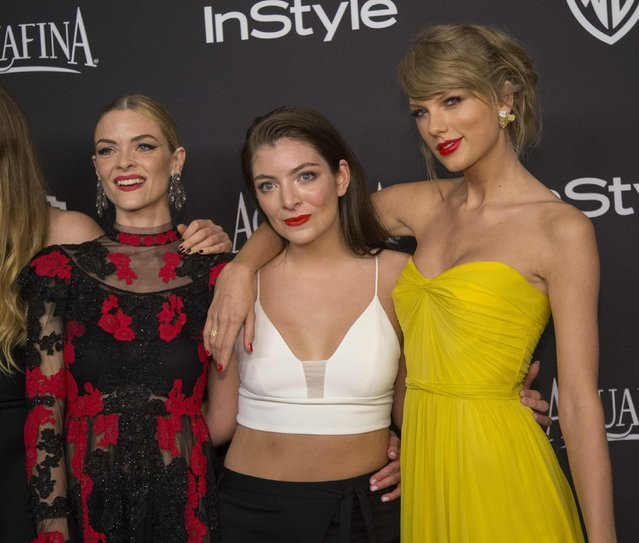 Actress Jaime King (L), recording artists Lorde (C) and Taylor Swift pose at the 16th annual InStyle and Warner Bros. party after the 72nd annual Golden Globe Awards in Beverly Hills, California January 11, 2015. (Photo by Mario Anzuoni/Reuters)