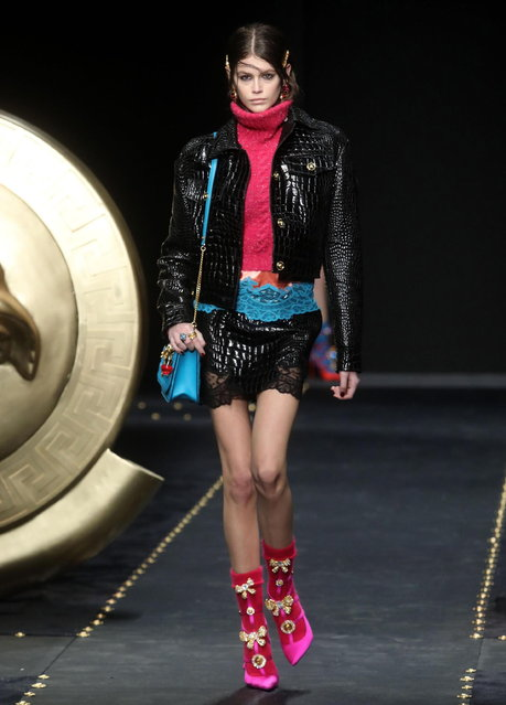 US model Kaia Gerber presents a creation by Versace during the Milan Fashion Week, in Milan, Italy, 22 February 2019. The Fall-Winter 2019/20 Women's collections are presented at the Milano Moda Donna from 20 to 25 February 2019. (Photo by Matteo Bazzi/EPA/EFE)