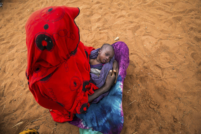 Sara Alisio and her one-month old child Molide Kelbi wait for food and water in the Warder district in the Somali region of Ethiopia, Saturday, January 28, 2017. Ethiopia is struggling to counter a new drought in its east that authorities say has left 5.6 million people in urgent need of assistance. (Photo by Mulugeta Ayene/AP Photo)