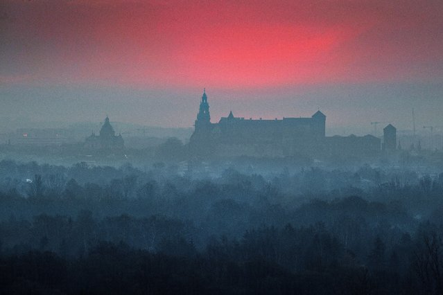 An image taken with a drone shows an aerial view of the Wawel Castle at sunrise in Krakow, southern Poland, 26 April 2021. The Wawel Royal Castle is a castle residency located in central Krakow and the first UNESCO World Heritage Site in the world. (Photo by Lukasz Gagulski/EPA/EFE)