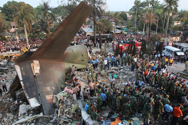 Indonesian search and rescue teams work at the site of an Indonesian military C-130 Hercules aircraft crash in Medan on June 30, 2015. (Photo by Kharisma Tarigan/AFP Photo)