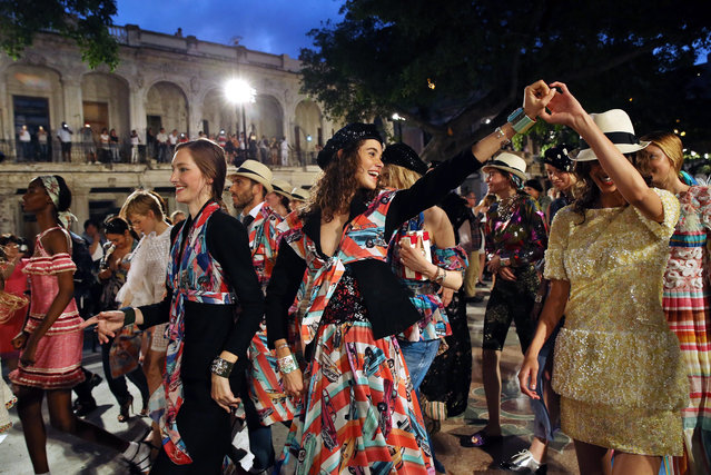 "Models of the fashion show of French fashion house Chanel dance the ""conga"" in Havana, Cuba, 03 May 2016. (Photo by Alejandro Ernesto/EPA)"