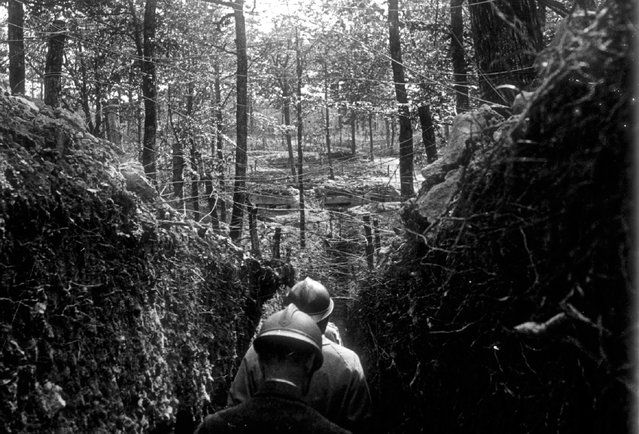 An archive picture shows French officers inspecting trenches on the Argonne front, eastern France May 1916. (Photo by Collection Odette Carrez/Reuters)