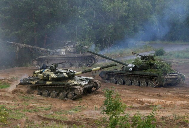 Ukrainian T-64 tanks are seen during during a military exercise for Ukrainian army reservists at a shooting range near the village of Goncharivske in Chernihiv region, Ukraine, June 22, 2016. (Photo by Valentyn Ogirenko/Reuters)