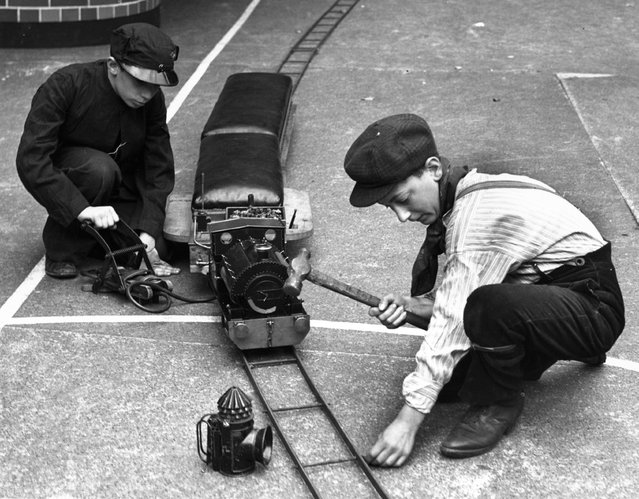 1938: Pupils of the Jews Free Boys School in Bishopsgate, London, working on a model railway made in their wood and metalwork classes in the school playground