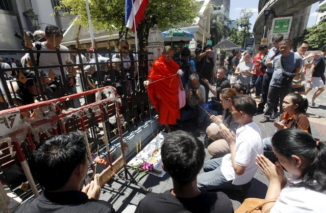 People pray at the Erawan Shrine, the site of Monday's deadly blast, in central Bangkok August 19, 2015. (Photo by Kerek Wongsa/Reuters)