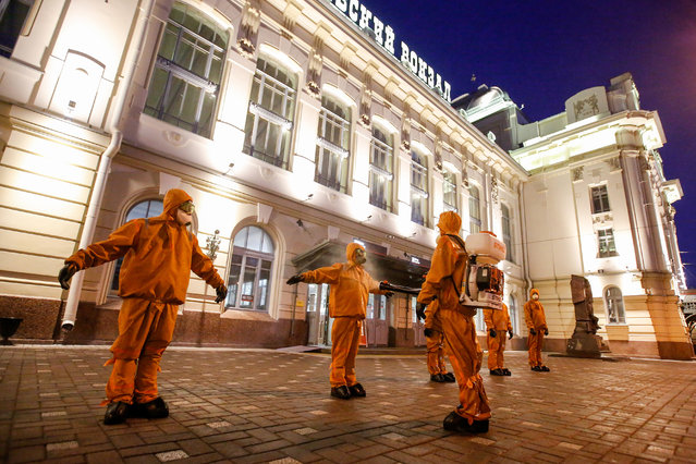 Workers of Ministry of Emergency Situations wearing protective suits disinfect themselves after the disinfection of Vitebsky railway station to prevent the spread of coronavirus (COVID-19). Russia has recorded at least 290678 cases and 2722 deaths by the COVID-19 disease. (Photo by Sergei Mikhailichenko/SOPA Images/Rex Features/Shutterstock)