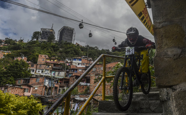 Colombia's downhill rider Carlos Ortiz competes during the Urban Bike Inder Medellin race final at the Comuna 1 shantytown in Medellin, Antioquia department, Colombia on November 19, 2017. (Photo by Joaquin Sarmiento/AFP Photo)
