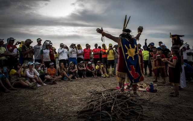 A shaman implores the spirits on the eve of the start of the 1st edition of the Marathon des Sables Peru on November 27, 2017, in Cahuachi, in the Ica desert. Runners compete in the race of approximately 250 km divided into 6 stages through the Ica Desert at a free pace and in self- sufficiency conditions from November 28 to December 4, 2017. (Photo by Jean- Philippe Ksiazek/AFP Photo)