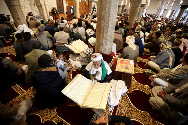 People recite the Quran at the grand mosque amid concerns of the spread of the coronavirus disease (COVID-19), in Sanaa, Yemen on April 26, 2020. (Photo by Khaled Abdullah/Reuters)