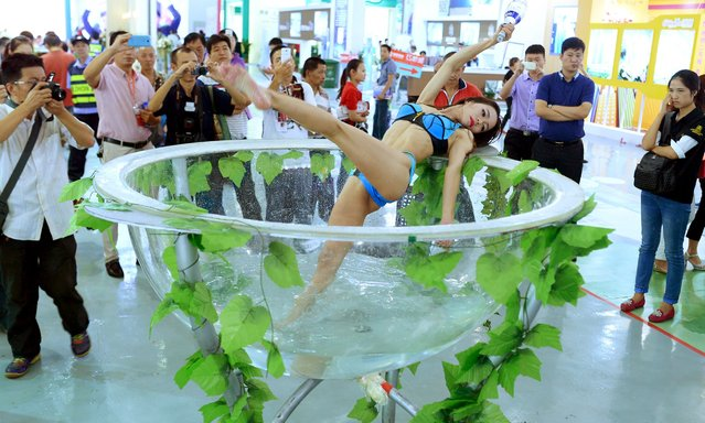 A performer dances at a housing exhibition in Wuhan, Hubei province, China, September 27, 2015. Picture taken September 27, 2015. (Photo by Reuters/Stringer)