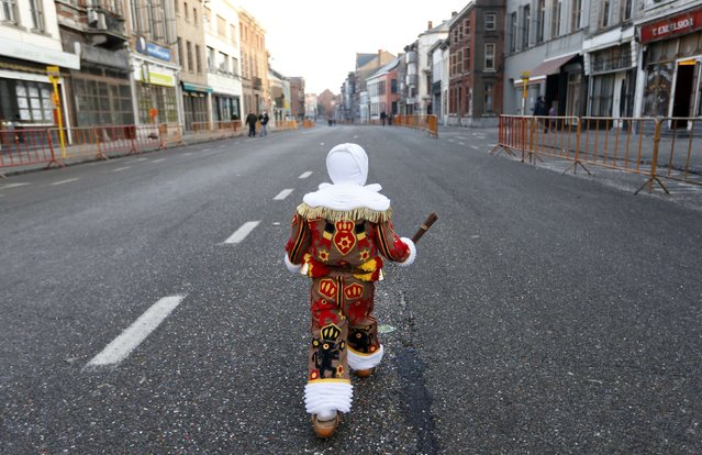 Noah Drugmand, a 4-year-old boy, takes part in the parade of Young Gilles of Binche during the carnival event in Binche February 12, 2013. The Binche carnival, which is now a UNESCO World Heritage event, is the biggest and the liveliest annual event in Belgium. Up to 1,000 Gilles parade in the city centre of Binche, wearing a red, yellow and black medieval costume hung with bells and decorated with fluffy lace at the neck, wrists and ankles. (Photo by Francois Lenoir/Reuters)