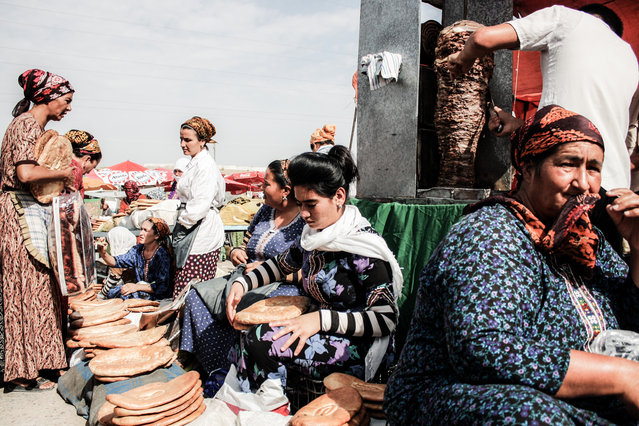 Tolkuchka, Turkmenistan. Already working as a photojournalist before his trip, Pardelli set out to create a visual study of customs and food habits across the region. (Photo by Gianluca Pardelli)