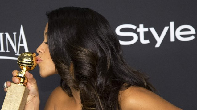 "Actress Gina Rodriguez kisses her award for Best Actress in a TV Series, Musical or Comedy for her role in ""Jane the Virgin"" at the 16th annual InStyle and Warner Bros. party after the 72nd annual Golden Globe Awards in Beverly Hills, California January 11, 2015. (Photo by Mario Anzuoni/Reuters)"