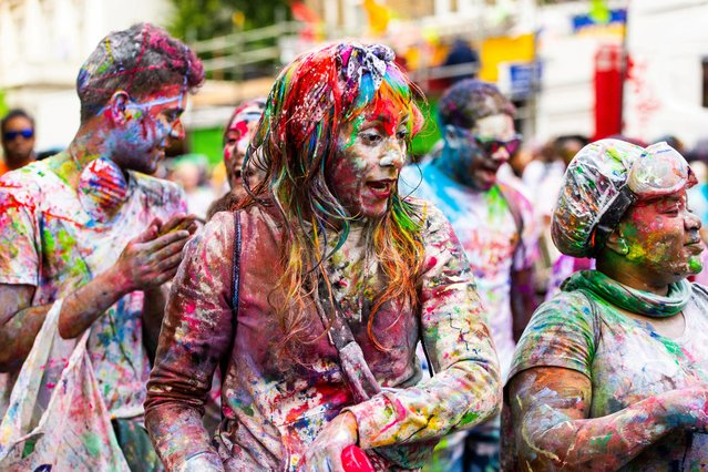Revellers take part in the Notting Hill Carnival in London, Britain on August 26, 2018. The Notting Hill carnival kicks off in the early morning on Ladbroke Grove in West London with J'ouvert, a large street party celebrated by many Caribbean cultures in places where West Indian people have migrated. Paint and paint powder is thrown with many wearing protective overalls to keep their clothes clean. (Photo by South West News Service)
