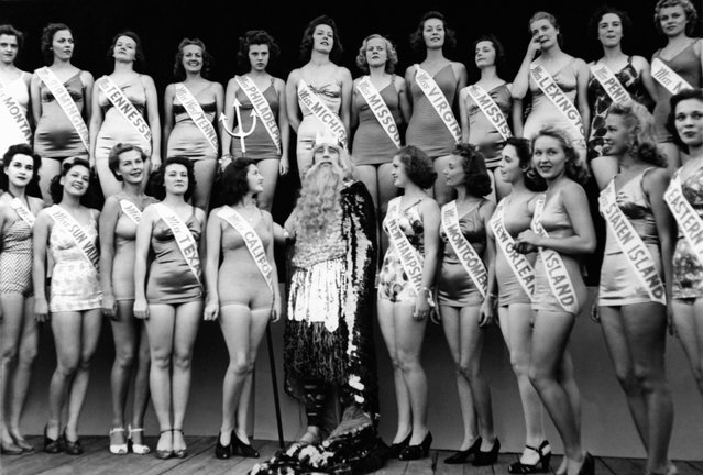 Group photo of candidates to the Miss America 1939 beauty contest, greeted by father Neptune, Bennett E Tousley, in Atlantic City, New Jersey, on May 9, 1939. (Photo by Keystone-France/Gamma-Rapho via Getty Images)