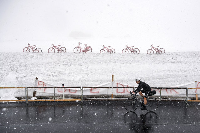 A lone cyclist pedaled under the snow at the Dolomite mountains Giau Pass, part of the 16th stage of the Giro d'Italia cycling race, from Sacile to Cortina D'Ampezzo, northern Italy, on Monday, May 24, 2021. (Photo by Marco Alpozzi/LaPresse)