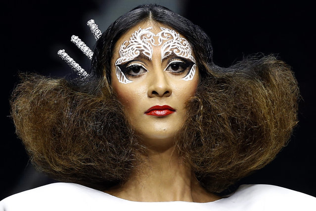 A model presents a creation by Sri Lankan hair designer Ramani Fernando during the Colombo Fashion Week show at Hotel Hilton in Colombo, Sri Lanka, 14 March 2015. The Colombo Fashion Week is a popular annual event attracting international designers and buyers. (Photo by M. A. Pushpa Kumara/EPA)