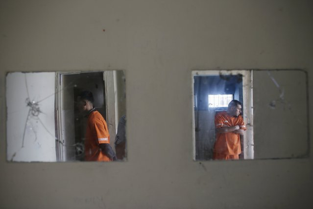 Inmates, outside their cells, are seen reflected in mirrors at the Topo Chico prison during a media tour in Monterrey February 17, 2016. (Photo by Daniel Becerril/Reuters)