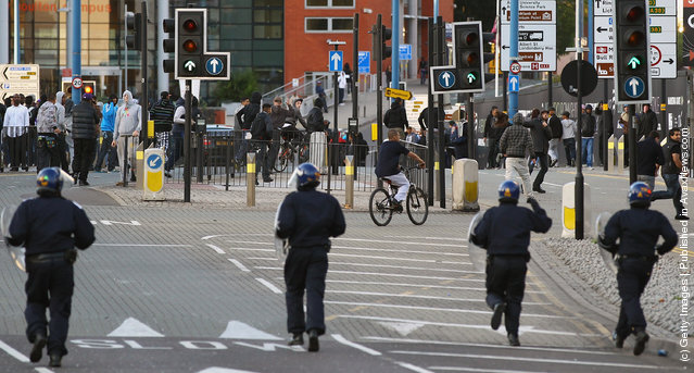 Youths react during riots in Birmingham City Centre on August 8, 2011 in Birmingham, England