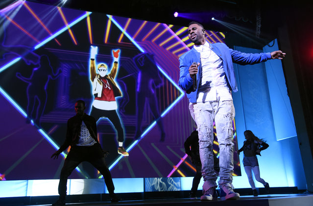 """Jason Derulo performs during the """"Just Dance 2016"""" game segment at Ubisoft's E3 2015 Conference at the Orpheum Theatre on Monday, June 15, 2015, in Los Angeles. (Photo by Chris Pizzello/Invision/AP)"""