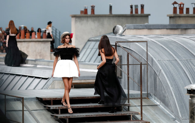 US model Kaia Gerber (L) presents creations from the Spring/Summer 2020 Women's collection by French designer Virginie Viard for Chanel fashion house during the Paris Fashion Week, in Paris, France, 01 October 2019. The presentation of the Women's collections runs from 23 September to 01 October. (Photo by Ian Langsdon/EPA/EFE)