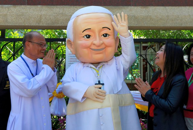 A well-wisher dressed as Pope Francis waves while waiting for his arrival in in Bangkok, Thailand, November 20, 2019. (Photo by Soe Zeya Tun/Reuters)