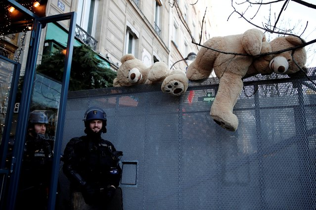 Honey-colored giant teddy bears are seen near French police during a demonstration against French government's pensions reform plans in Paris as France faces its 43rd consecutive day of strikes on January 16, 2020. (Photo by Benoit Tessier/Reuters)