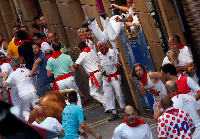 Runners try to stay away from a Cebada Gago ranch bull that turned around on Estafeta street during the second running of the bulls at the San Fermin festival in Pamplona, northern Spain July 8, 2016. (Photo by Susana Vera/Reuters)