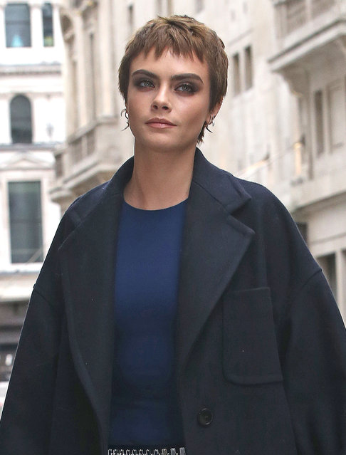 """Cara Delevingne arrives for her book signing of """"Mirror, Mirror"""" at Waterstones Piccadilly, London on October 5, 2017. (Photo by WeirPhotos/Splash News and Pictures)"""