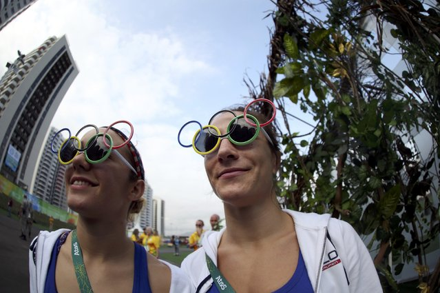 People wearing sunglasses featuring the Olympic rings are pictured at the Olympic Village in Rio de Janeiro, Brazil on August 3, 2016. (Photo by Edgard Garrido/Reuters)