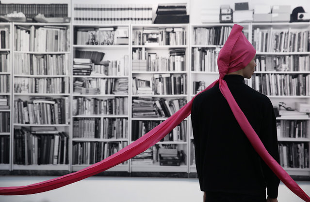 """A performer of artist James Lee Byers' artwork """"Ten in a Hat"""", wearing a replica of the original 1968 version, is pictured at the Frieze Art Fair in London, October 14, 2014. (Photo by Luke MacGregor/Reuters)"""